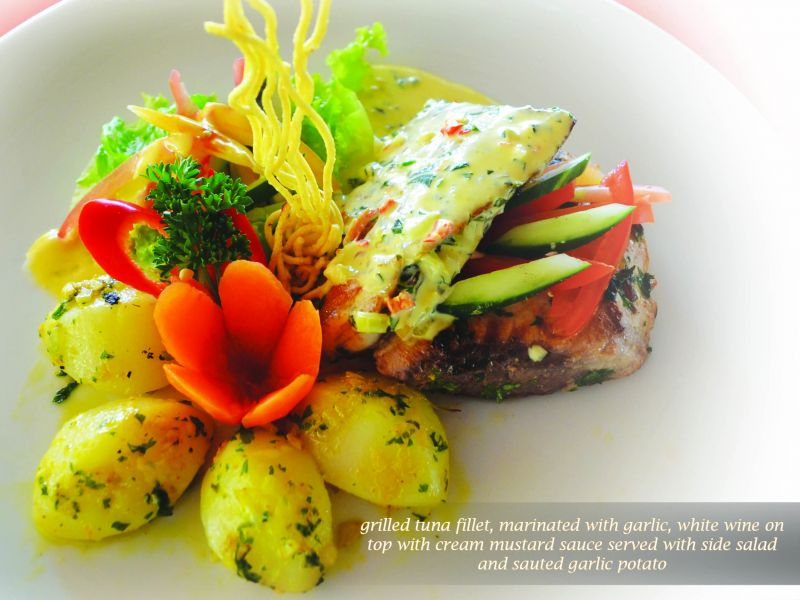 Grilled Tuna with Mustard Sauce